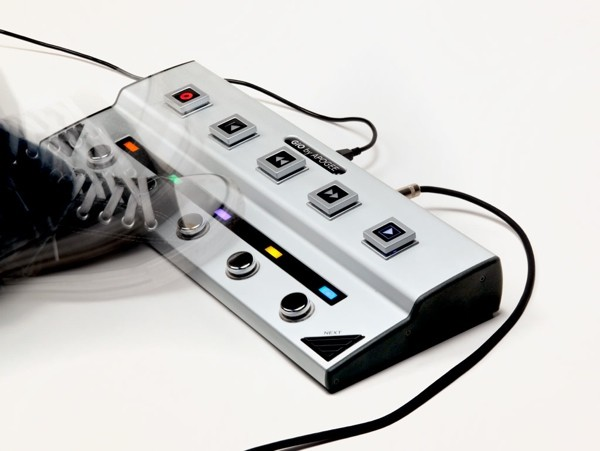apogee gio stomp box brings garage band logic studio and mainstage controls to your feet. Black Bedroom Furniture Sets. Home Design Ideas